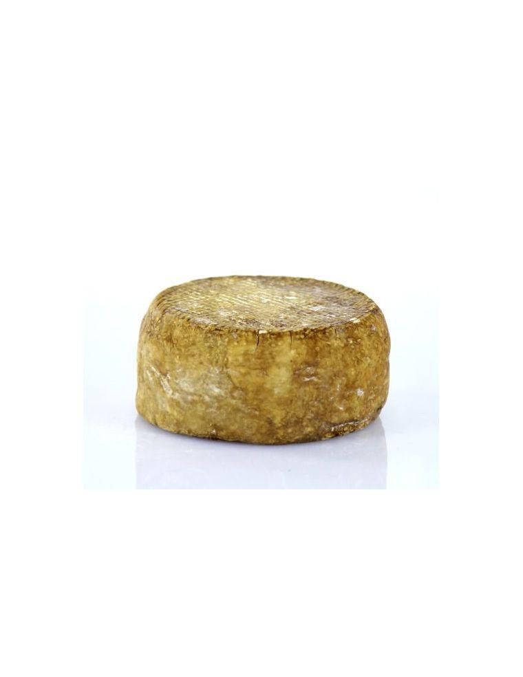 Fromage à pâte molle lavé à la liqueur de noix