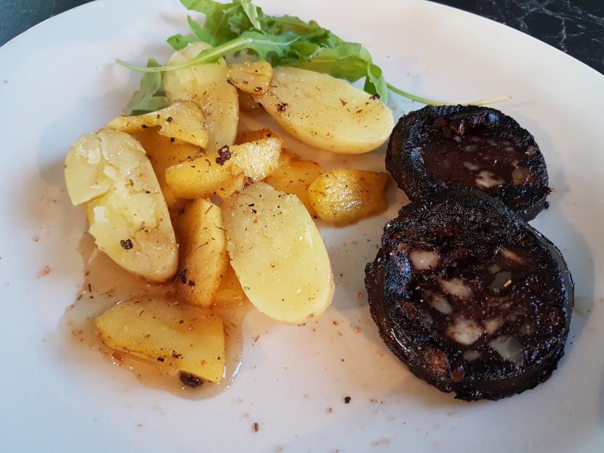 boudin noir aux pommes et aux pommes de terre